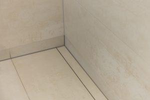 Helles Duschbad Referenz-Bad Duschablauf