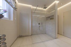 Helles Duschbad Referenz-Bad Dusche