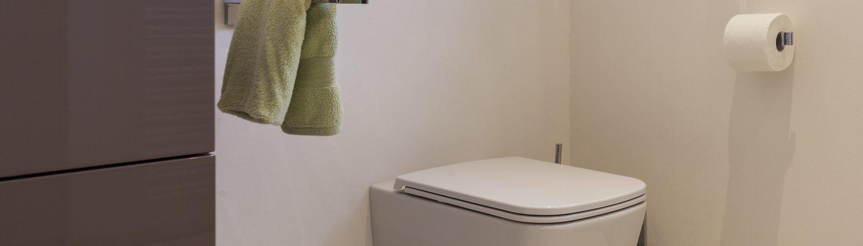 Helles Duschbad Referenz-Bad WC Toilette