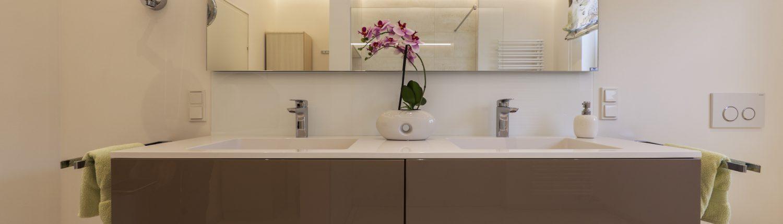 Helles Duschbad Referenz-Bad Waschtisch