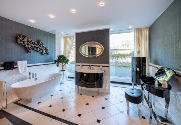 Badaustellung-Bonn-Badewanne-Waschbecken