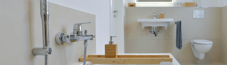 NOWAK-Badezimmer-Basis-Kompakt-WC-Badewanne-Armatur