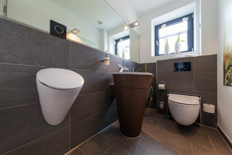 Bad-Referenzbad-buddha-begrüsst-sie-Waschtisch-Armatur-Dusch-WC-Bidet