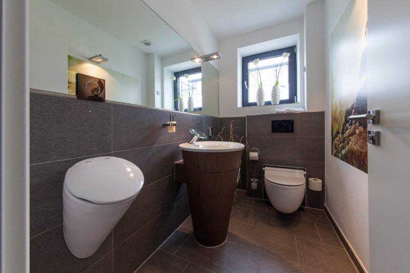 Bad-Referenzbad-buddha-begrüsst-sie-Waschtisch-Bide-Armatur-Dusch-WC
