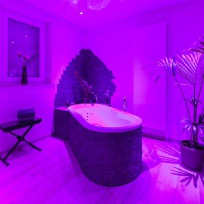 Bad-Referenzbad-die-Regenwald-Dusche-Whirlpool-RGB-Beleuchtung-Badewanne-Whirl-Wanne