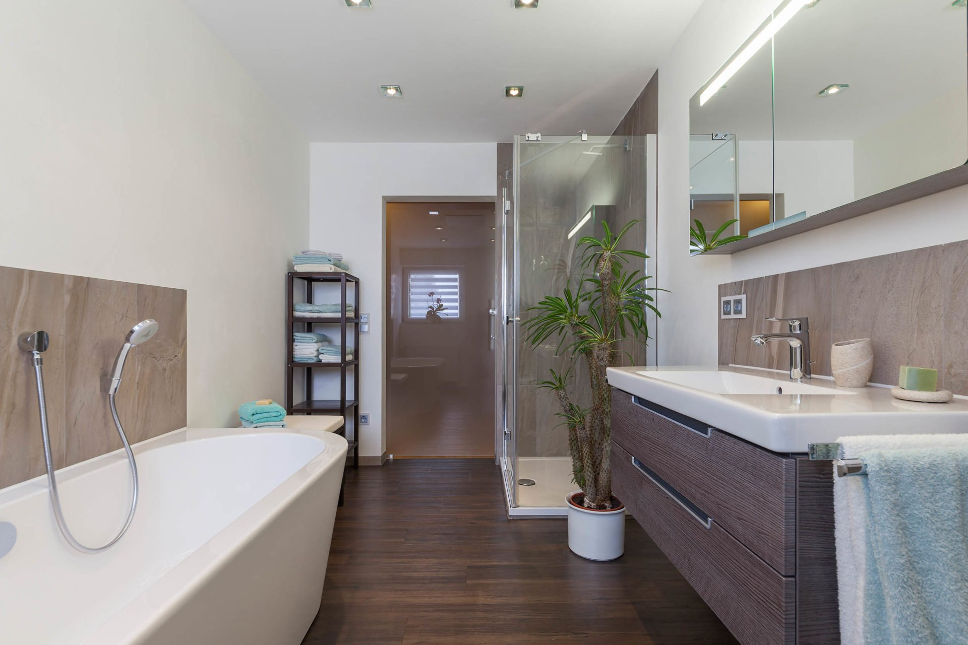bad referenzbad marmor und holz waschtisch armatur freistehende wanne nowak gmbh bergisch gladbach. Black Bedroom Furniture Sets. Home Design Ideas