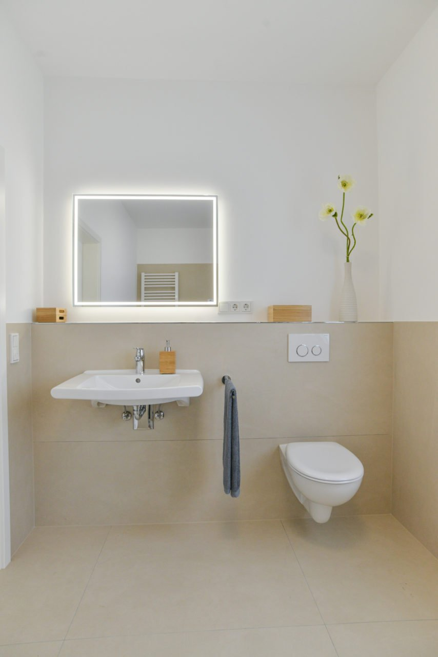 Badezimmer planung hell modern baederausstellung nowak for Badezimmer planung vorschlage
