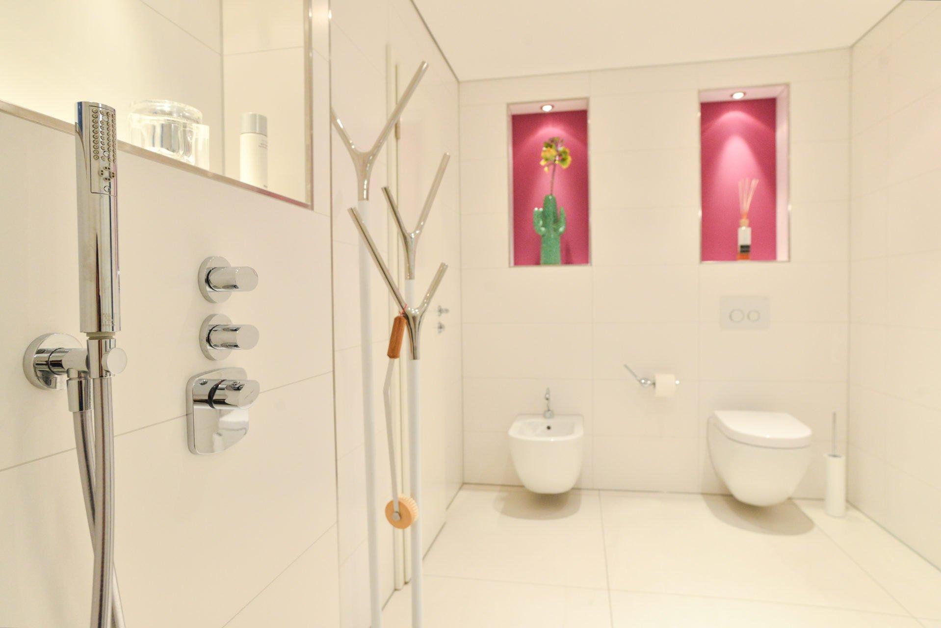 Badezimmer Pink Duscharmatur Toilette Wc Bidet Nowak Gmbh Bergisch
