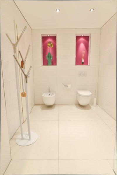 Badezimmer-pink-Wandbeleuchtung-Toilette-WC-Bidet2