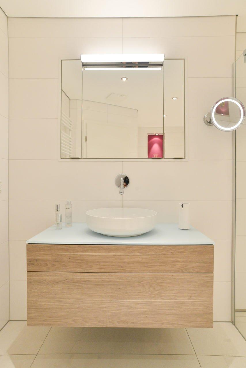... Badezimmer Pink Waschbecken Spiegelschrank Badmöbel ...
