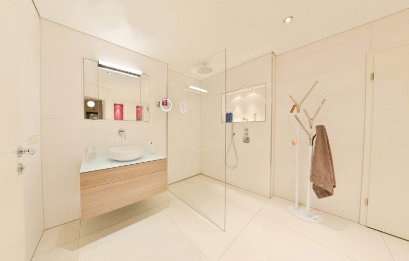 Badezimmer-pink-bodengleiche-Dusche