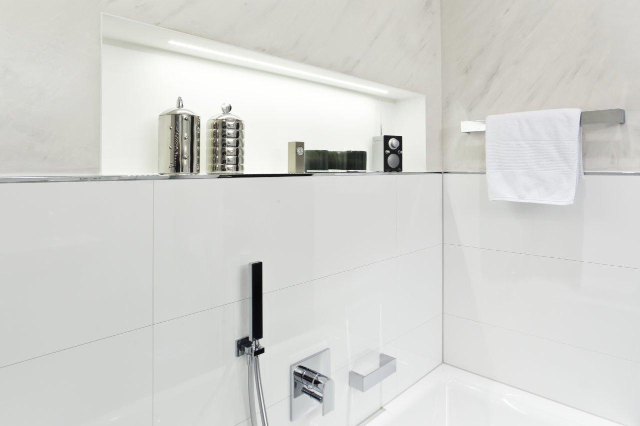 ... Badezimmer Weiß Badewanne Armatur 2 ...