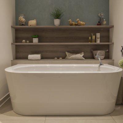 Badezimmer-wohnen-Badmöbel-Badewanne