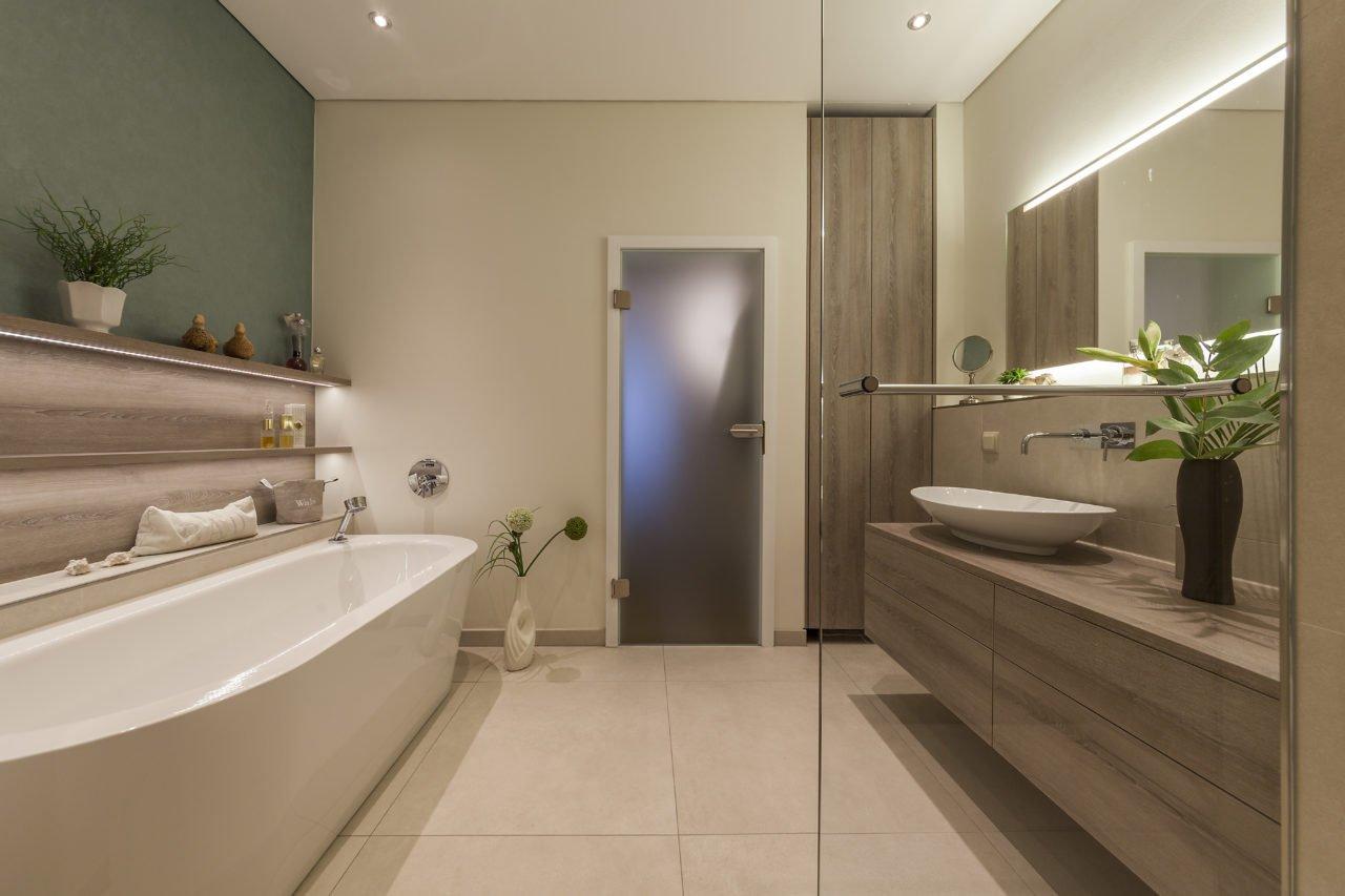 ... Badezimmer Wohnen Badmöbel Waschbecken Badewanne ...
