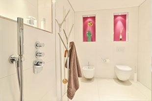 Badezimmer-pink-Toilette-WC-Bidet