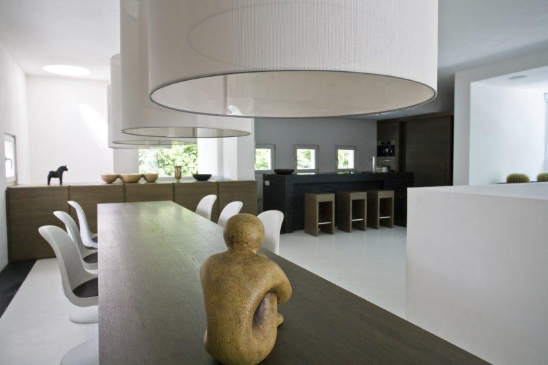 Design-im-Quadrat-Referenzbad-Wohnzimmer-Esszimmer