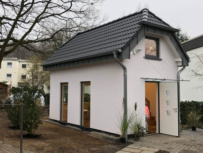 Kinderheim-Häuschen-eingeweiht-NOWAK-Bäder-und-Heizung-in-Bergisch-Gladbach