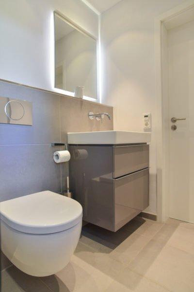 klein-und-fein-Referenz-Bad-WC-Toilette-Waschtisch-Spiegel