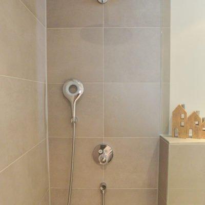 klein-und-fein-Referenz-Bad-bodengleiche-Dusche